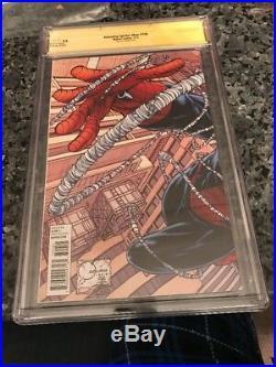 AMAZING SPIDER-MAN #700 QueSADA Variant CGC SIGNATIRE. SERIES 9.6